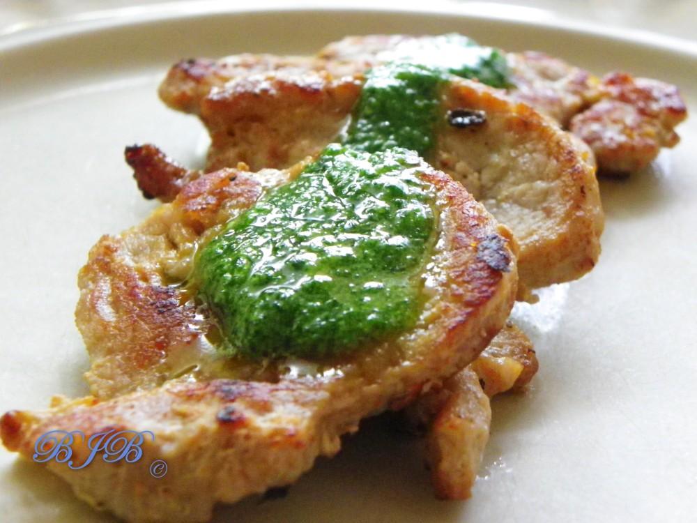 Lomo de cerdo a la plancha con aceite de perejil y ajo y pimientos asados (3/3)