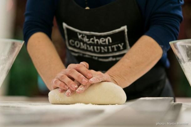 amasando pan kitchen community